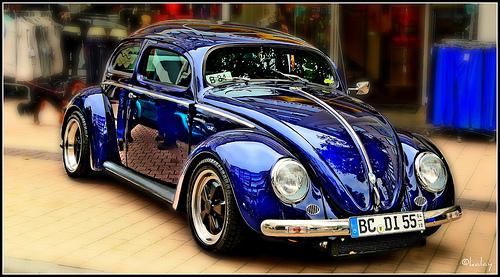 Vocho azul eléctrico con pintura impecable
