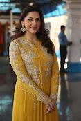 mehreen kaur latest glam pics-thumbnail-12