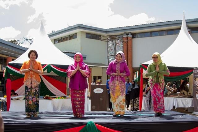 Penampilan Tari Lenggang Jakarta