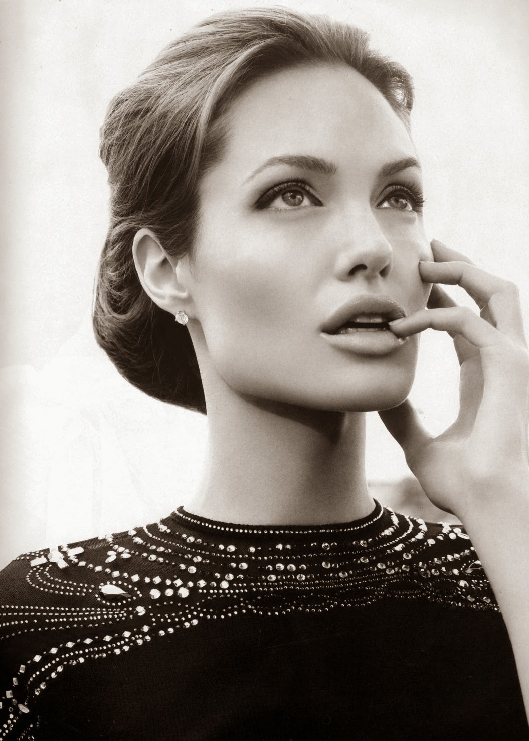 Angelina Jolie Look Using All Drugstore Makeup: A Serene Life For Me: It's Time To Give Angelina Jolie A