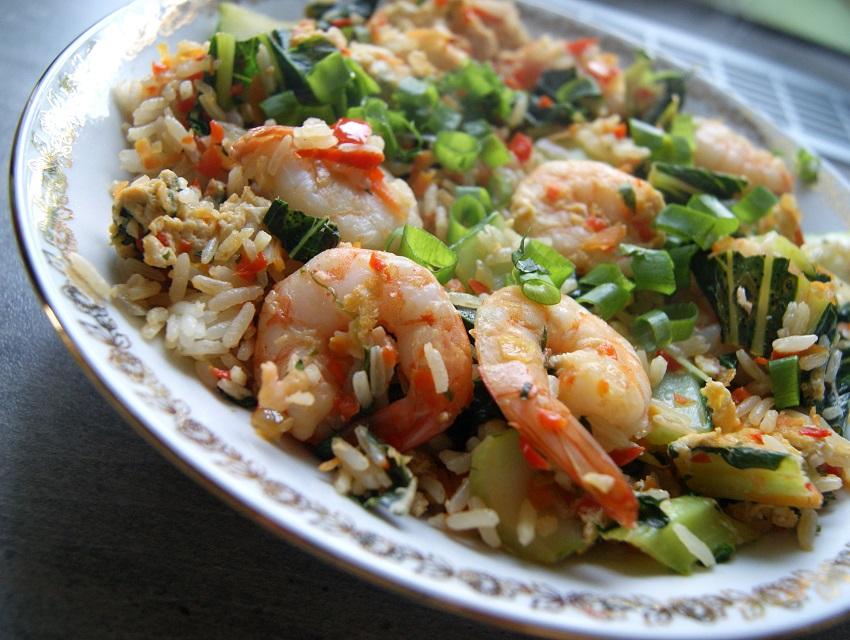 Ryż po tajsku z jajkiem i warzywami - kilka wersji