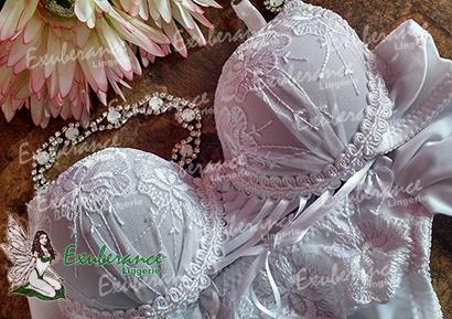 Exatamente por se inspirarem nas mães aqui na Exuberance a lingerie menina moça são cópias das peças das mães