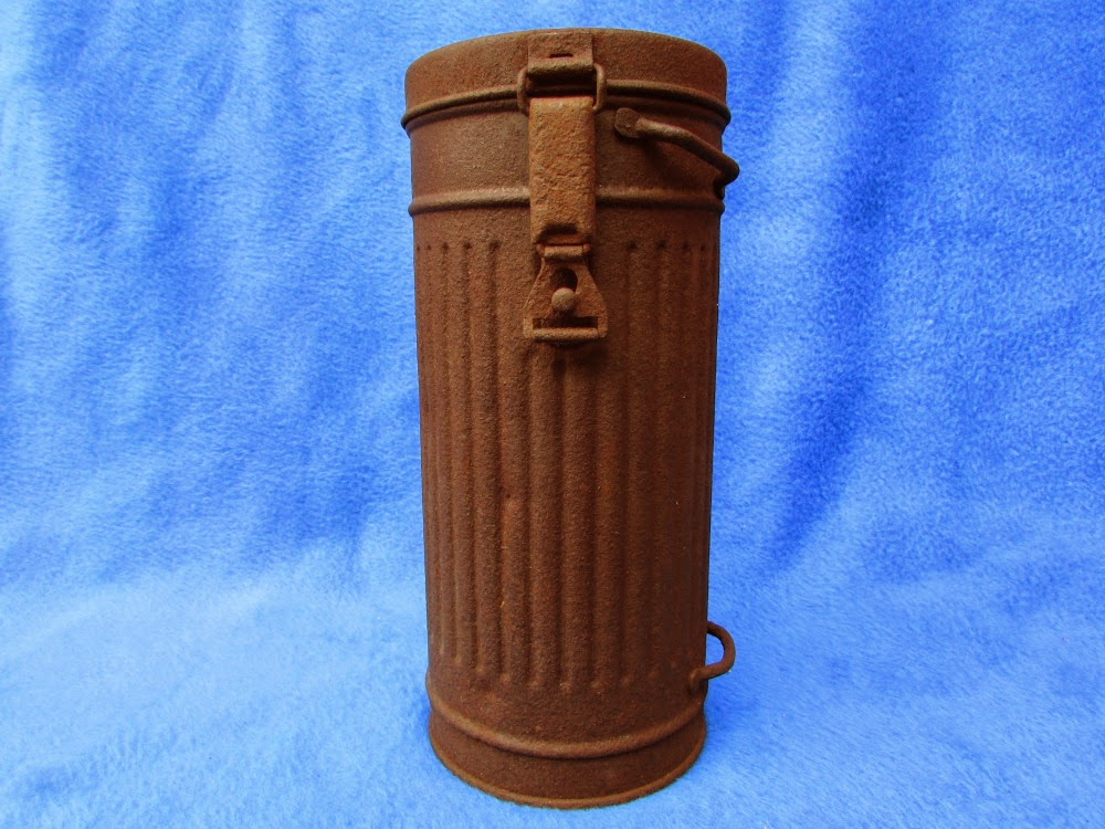 vente antique boitier pour masque gaz allemand 39 45. Black Bedroom Furniture Sets. Home Design Ideas