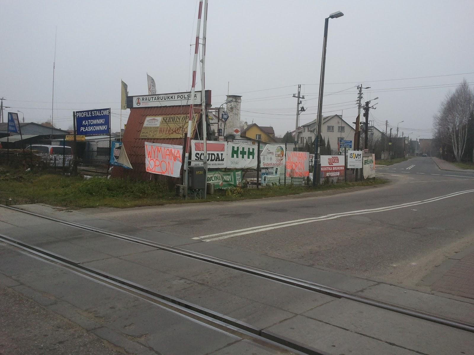 Reklamy+przy+przeje%C5%BAdzie+kolejowym+