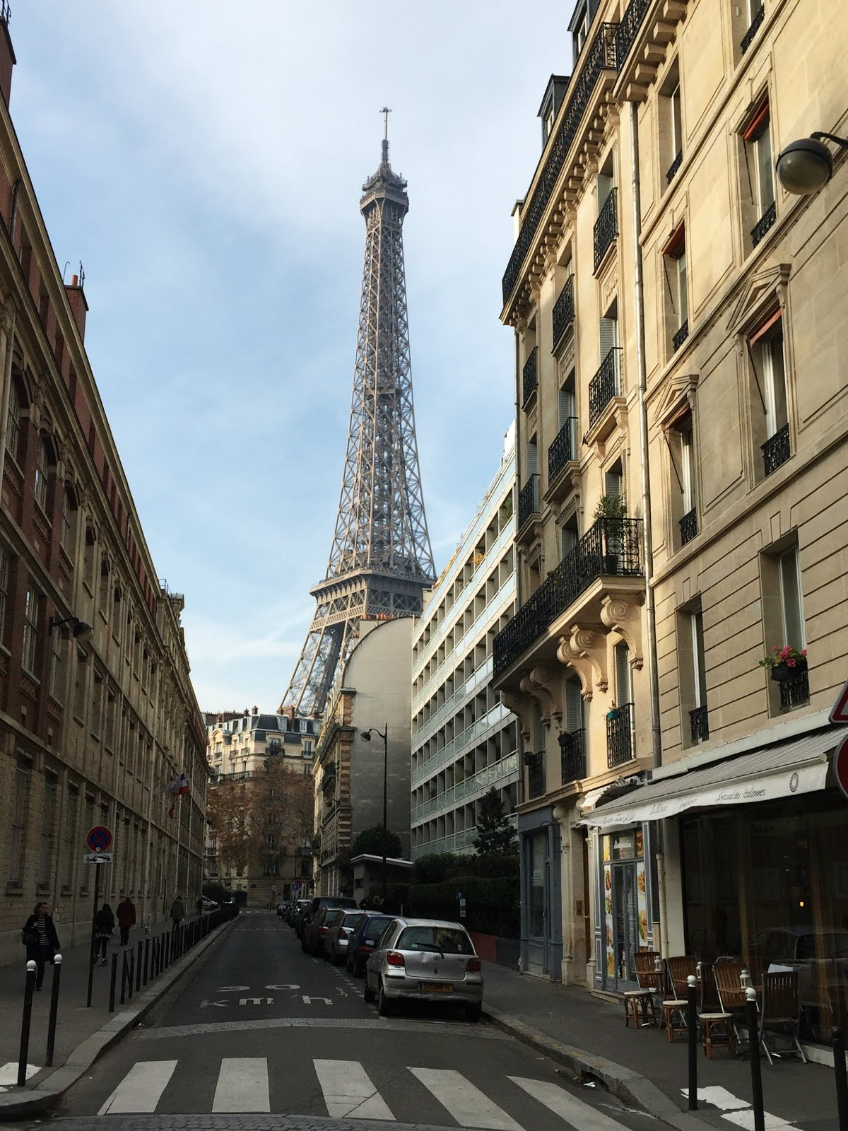 32 Hours in Paris travel tips, hellopeagreen, travel blogger