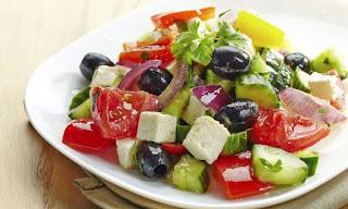 Las ensaladas sencillas son la mejor opción para usted, ya sea que se encuentre cumpliendo una dieta, este preparándose para un tratamiento o por si simplemente quiere comer más sano.  Aquí le tenemos las más ricas y fáciles ensaladas para preparar en poco tiempo.