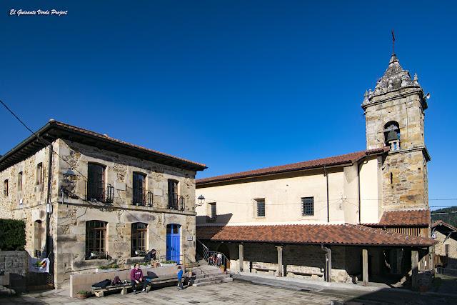 Via Verde de Arrazola, Escuelas e Iglesia de San Miguel por El Guisante Verde Project