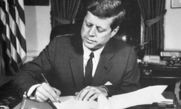 Başkanı John F. Kennedy