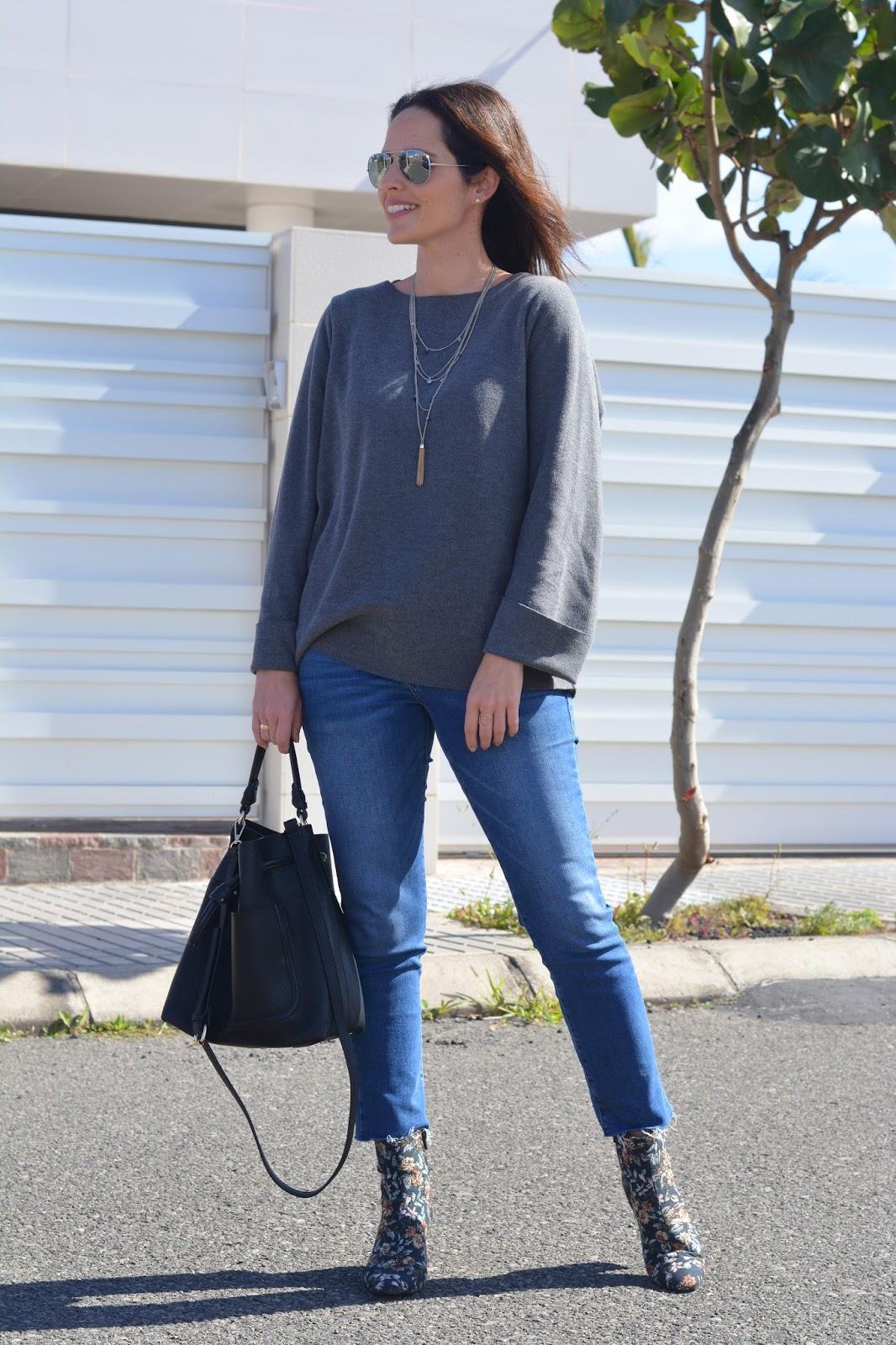 outfit-jeans-mango-botines-estampados-street-style