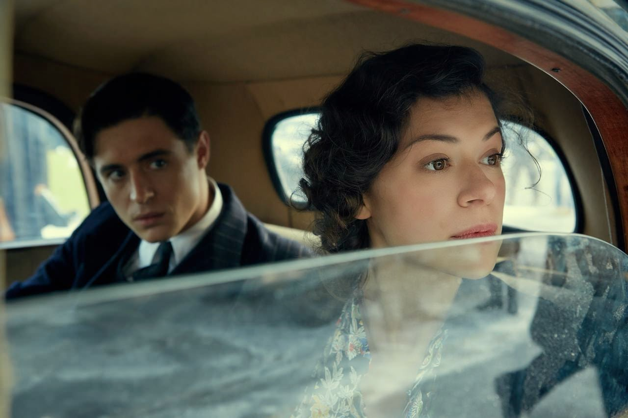 woman in gold-max irons-tatiana maslany