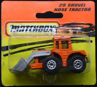 MatchBox - 29 Shovel Nose Tractor