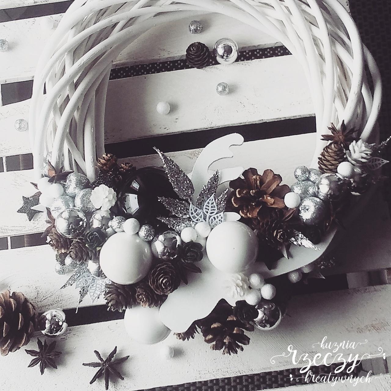 Ręcznie wykonany stroik, wianek świąteczny, bożonarodzeniowy.