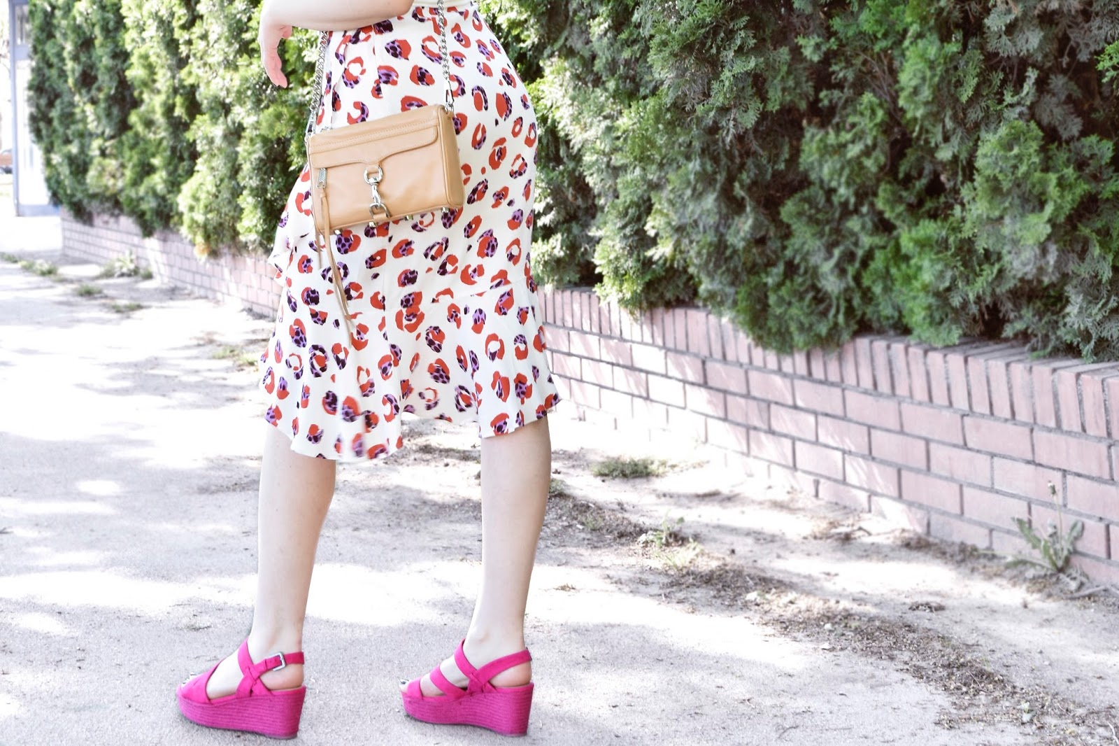Floral skirt and pink wedges outfit blog