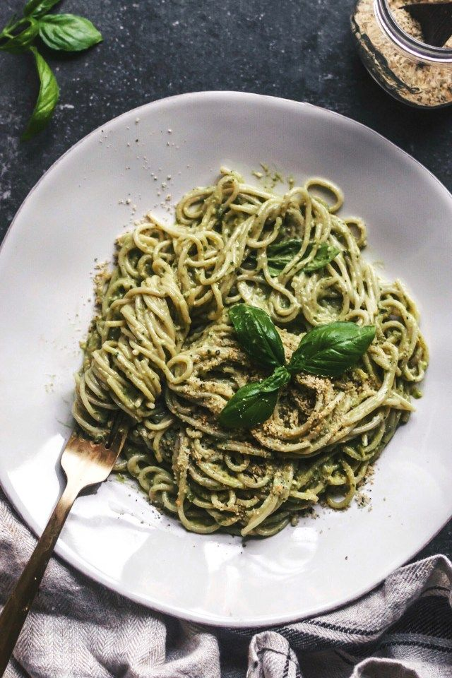 Avocado Pesto Pasta. Need more recipes? Find 20 Quick Vegan Lunch Recipes Perfect for Easy Meal Prep. healthy lunch vegan | vegetarian lunch ideas | vegan lunchbox | vegan easy lunch ideas #veganlunch #vegan #veganlunchideas #healthy