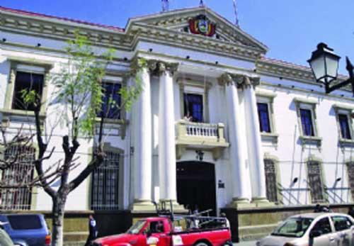 La Gobernación de Tarija enfrenta crisis por débitos