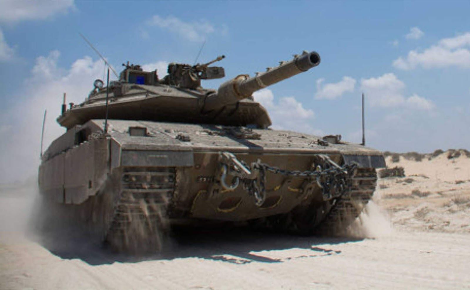Tank-tank Israel melepaskan tembakan ke Jalur Gaza