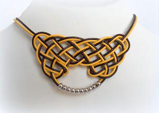 collar-nudp-celta-cuero-amarillo