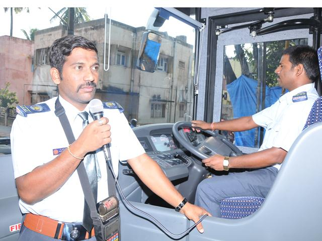 Bangalore Bus Conductor Speakinng five different language