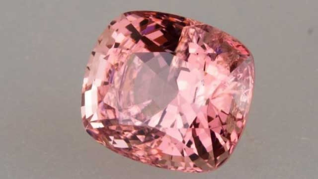 El zafiro padparadscha es una variación en rosa del zafiro común