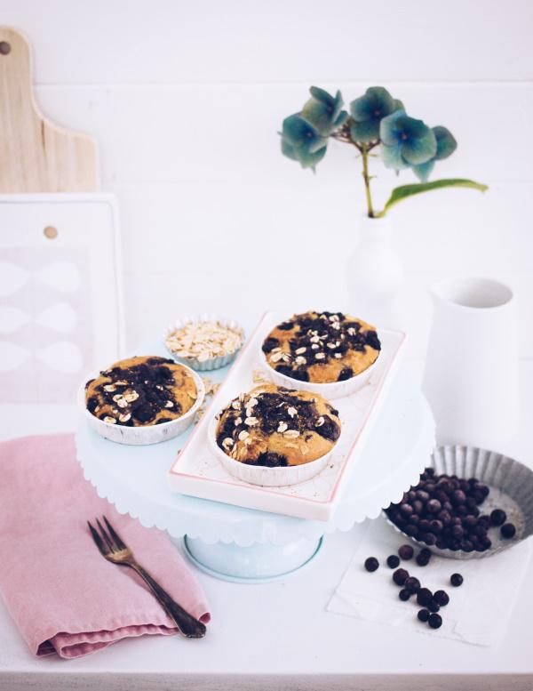Rezept für gesunde, glutenfreie Muffins bzw. Mini-Pies zum Frühstück oder Brunch mit leckeren Blaubeeren, ohne Zucker und Weizenmehl. titatoni.de