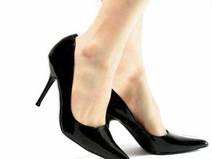 Physicians are advised to wear a heel length of 4 cm in order to avoid hassles.