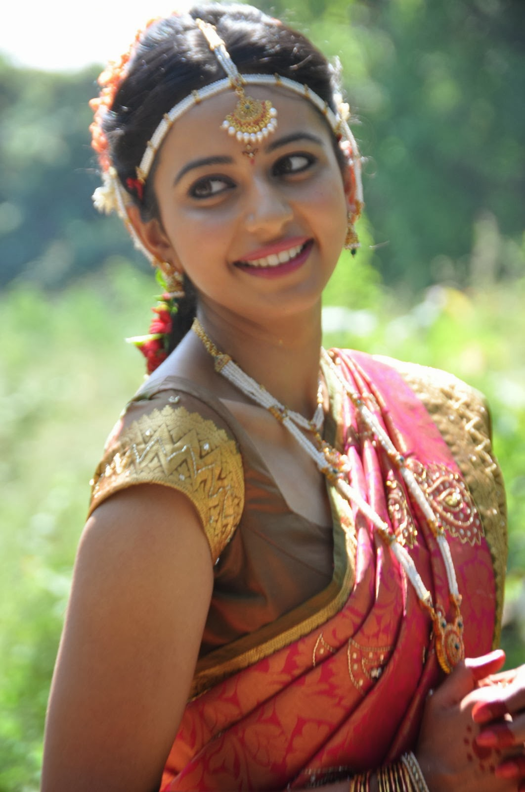 Beautiful Rakul Preet Singh In Loukhyam,Pink and White Saree