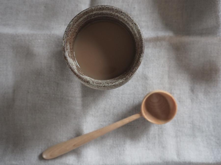 pellavaa ja keramiikka kahvimuki