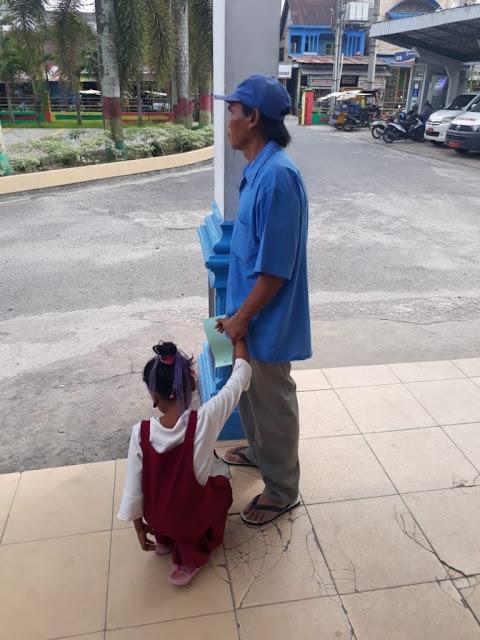 Sa bocah SD diAsahan yang dicabuli ayah tirinya saat berada di Polres Asahan.