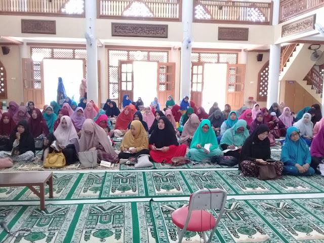 suasana Sekolah Ibu Sendangmulyo di Masjid Al Fatah hari pertama