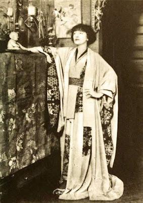 La actriz Florence Reed en su casa, en 1921