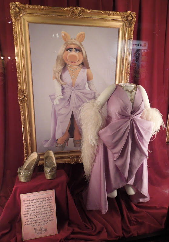 The Muppets Miss Piggy grand finale dress