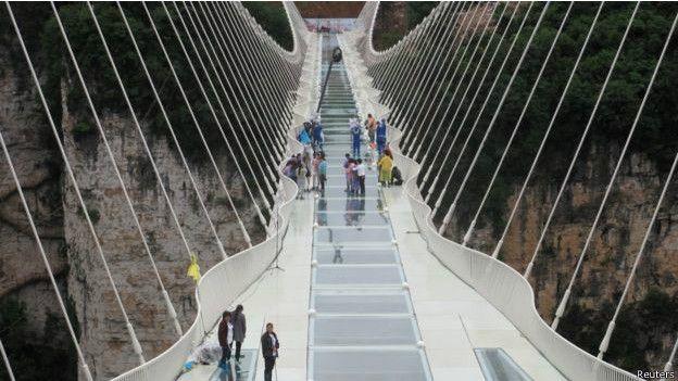 Jembatan kaca di China