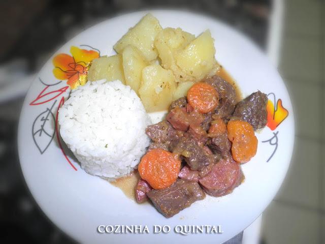 Picadinho de Carne com Ajinomoto na Cozinha do Quintal