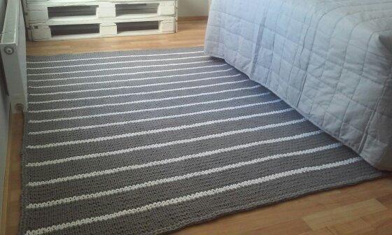 roosan värinen matto