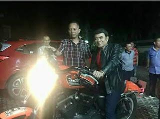 Rhoma Irama Disawer Moge Harley Oleh Pengusaha Kaya Di Binuang Kalsel