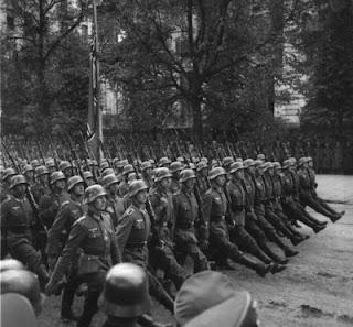 Sejarah Perang Dunia II  Pakta Molotov-Ribbentrop pada Agustus 1939 membentuk perjanjian non-agresi antara Jerman Nazi dan Uni Soviet, dan sebuah protokol rahasia menggambarkan bagaimana Finlandia, Estonia, Latvia, Lithuania, Polandia dan Rumania akan dibagi-bagi di antara mereka. Dalam Perang September di Polandia pada 1939 kedua negara itu menyerang dan membagi Polandia, dan pada Juni 1940 Uni Soviet, yang mengancam untuk menggunakan kekerasan apabila tuntutan-tuntutannya tidak dipenuhi, memenangkan perang diplomatik melawan Rumania dan tiga negara Baltik yang de jure mengizinkannya untuk secara damai menduduki Estonia, Latvia dan Lithuania de facto, dan mengembalikan wilayah-wilayah Ukraina, Belorusia, dan Moldovia di wilayah Utara dan Timur
