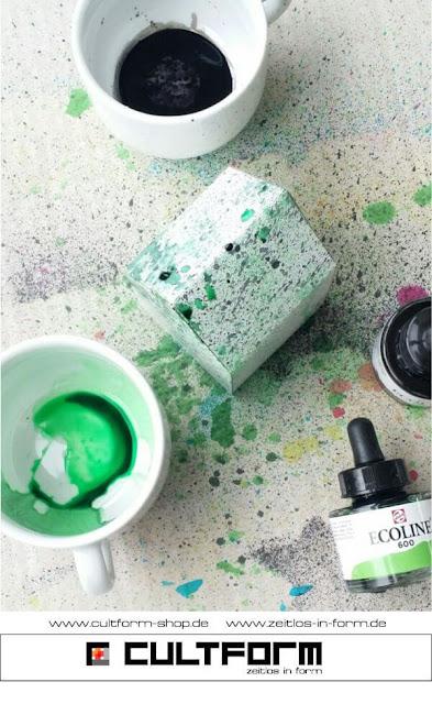 Die Hausbox von Cultform. Ein eindrucksvolles und doch einfaches DIY: kleine Geschenke individuell modern verpacken im aktuellen Watercolor-Trend: Farbspritzer in Grün und Schwarz