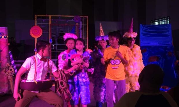 Teater kanak-kanak Bermain Di Waktu Maghrib