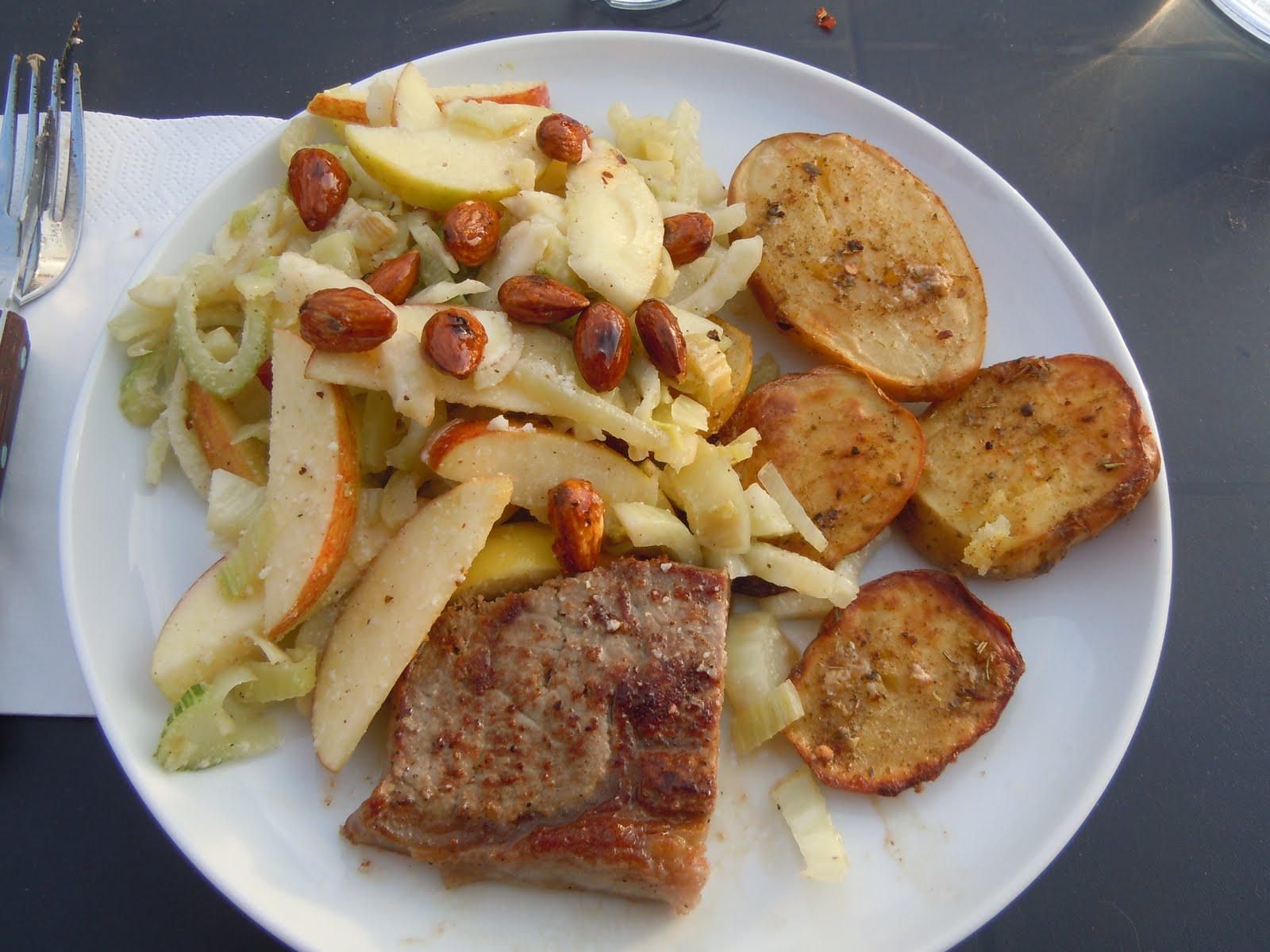 Maria Pommer: Fennikelsalat med æble mandler og parmesan
