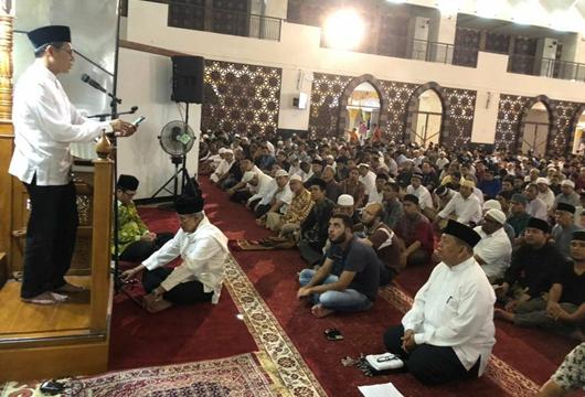Malam Pertama Ramadan 1439 H, Gubernur Irwan Imbau Masyarakat Peka Terhadap Lingkungan