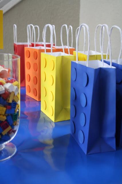 sacs papier invités lego
