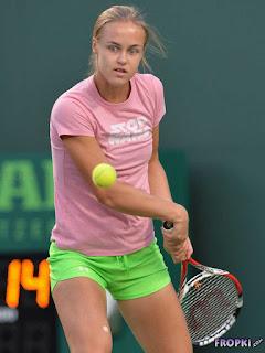 Anna Schmiedlova playing tennis court in shorts green 1.jpg