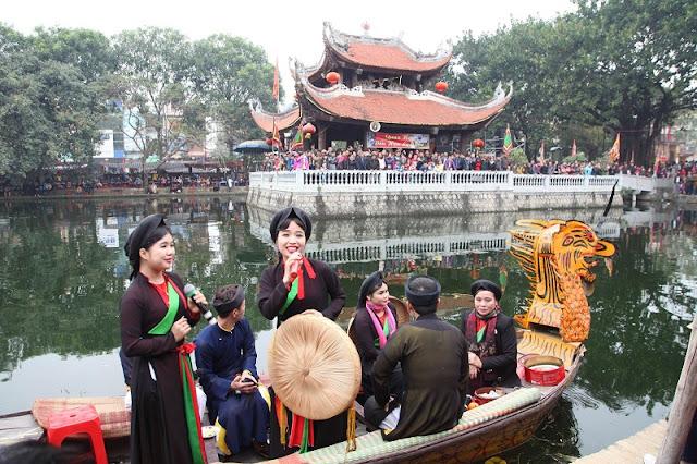 Spring in Vietnam is the season of festivals 9