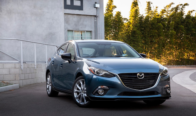 Front 7/8 view of 2016 Mazda 3 S 5-Door Grand Touring