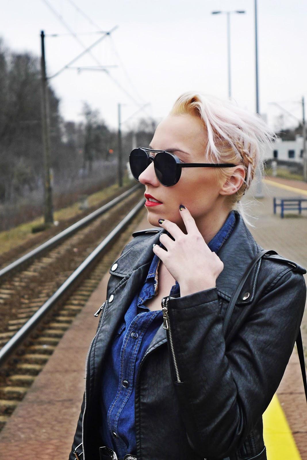 jeansowa_koszula_czarna_ramoneska_kozaki_z_kolano_karyn_look_230217