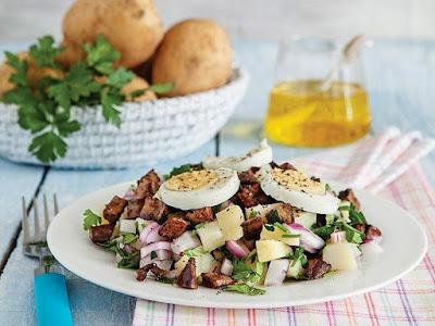 rumeli salatası, tavuk ciğeri, patates, yumurta, kırmızı soğan, limon suyu, zeytinyağı, malzemeler, ev yemekleri, yemek tarifleri, pratik yemekler