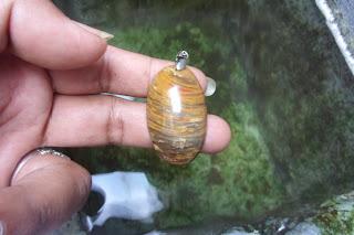 Batu Bertuah, Benda, Pusaka, Mustika Asli, Mustika Kelabang emas