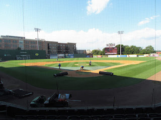 Home to center, Fluor Field