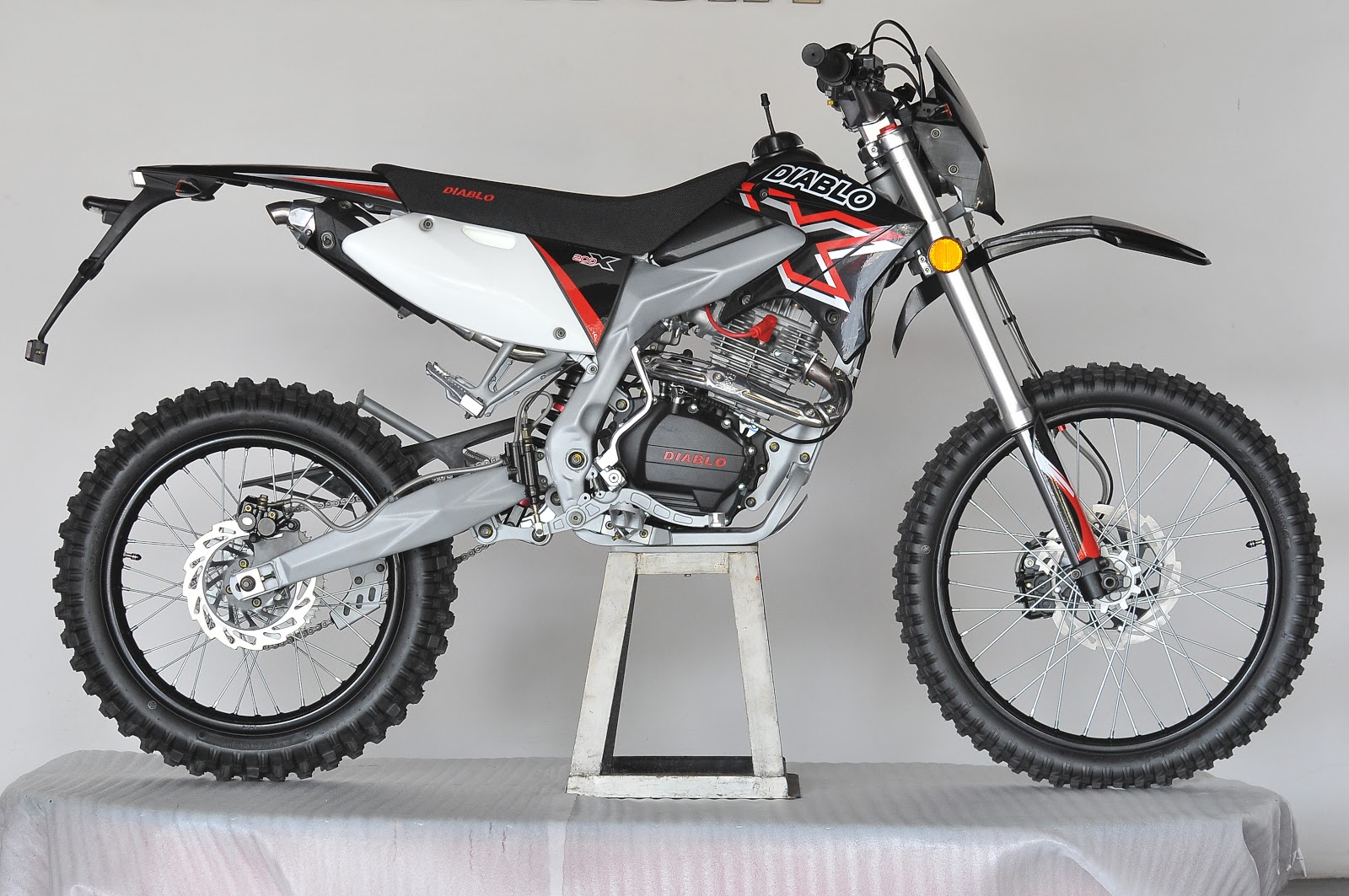 MOTOR TRAIL Motor Trail Diablo X