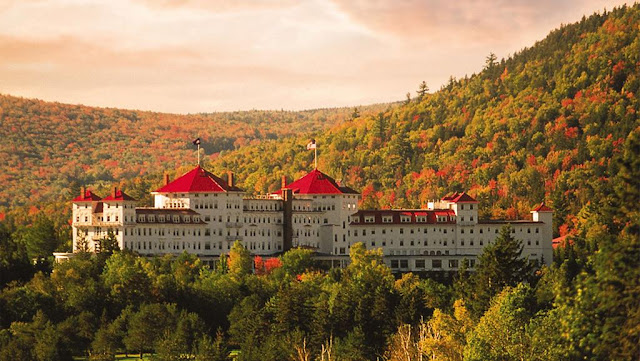 Come book your next hideaway in Omni Mount Washington Resort Bretton Woods. 464 acres of pristine skiing and snowboarding fun is but a mountain trail away to this New Hampshire hotel!